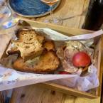 Pan con tomate y embutido