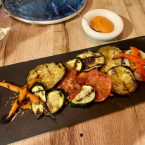 Verduras al horno Josper con salsa romescu