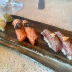 Nigiri de salmon y de wagyu
