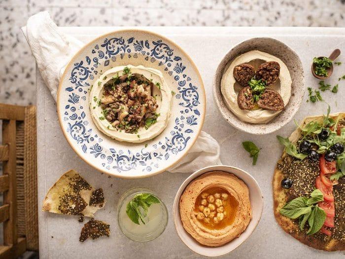 Selección de hummus y masas caseras