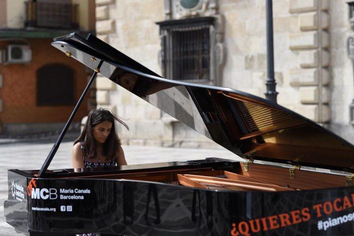 """""""Tu ciudad se llena de pianos"""" - Un buen día en Madrid"""